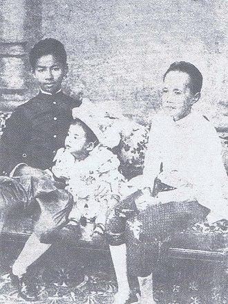 Mahidol Adulyadej - Prince Mahidol Adulyadej (center) with Prince Vajirunhis and Princess Piyamavadi