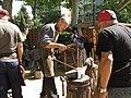 008 Parc de Sant Jordi, Fira Modernista de Terrassa, ferrers picant a l'enclusa.jpg