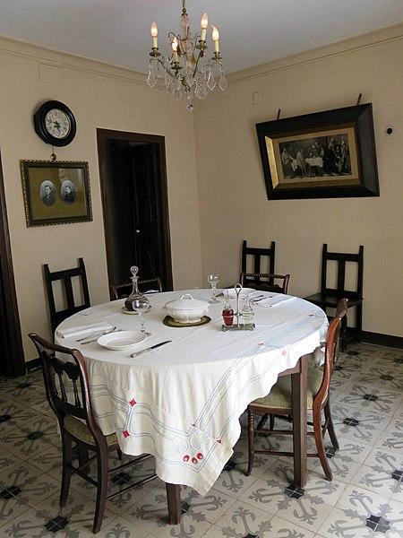 File:046 Casa Prat de la Riba (Castellterçol), menjador.JPG