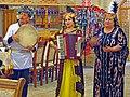 055 Restaurant Yasavul Boshi, antiga madrassa (Khivà), actuació musical.jpg