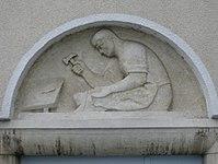1100 Laxenburger Straße 203-217 Stg. 21 - Natursteinrelief Schuster von Ria Therese Brunner IMG 7442.jpg