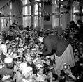 12-04-1951 10073C Sinterklaas bij Montessorischool (5172122652).jpg