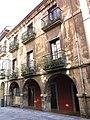 129 Casa de Cuervo Arango, c. La Ferrería 10 (Avilés).jpg