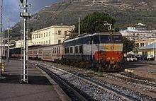 E.656.584 with an FR6 train at Cassino, 1995.