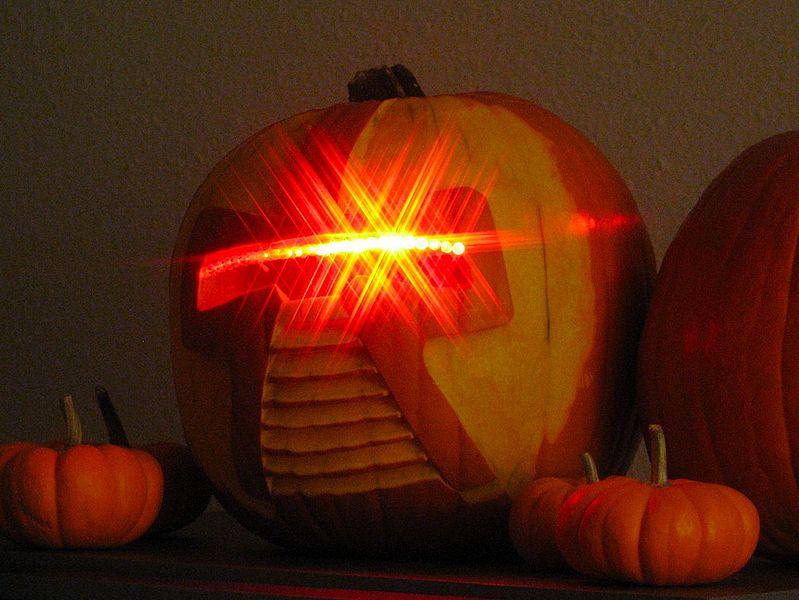 799px 2006 10 20 Cylon pumpkin 01 Nerdy Pumpkin Carving Ideas