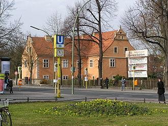 Dahlem Manor - Dahlem Manor seen from the Dahlem-Dorf U-Bahn station