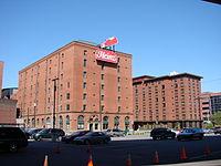 2008-05-24 Pittsburgh 014 Penn St, 13th St, Heinz Building (2669437590).jpg
