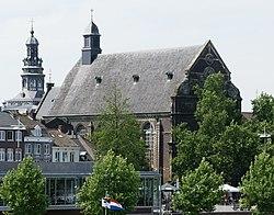 2010.07.20.150813 Rathaus und Kirche Maastricht (cropped2).jpg