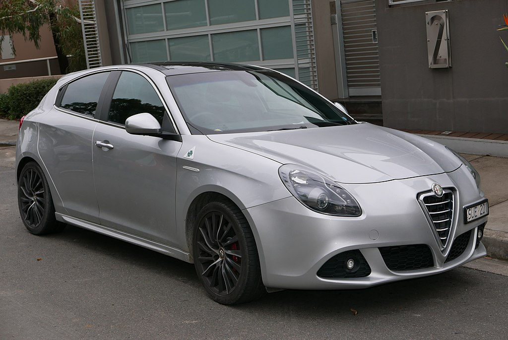 file 2011 alfa romeo giulietta 940 qv hatchback 2015 07 24 wikimedia commons. Black Bedroom Furniture Sets. Home Design Ideas