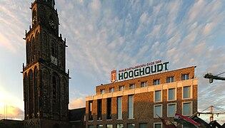 20140621 Martinitoren en Mutua Fides (sociëteit Vindicat) Grote Markt Groningen NL.jpg