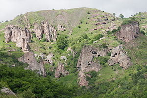 Khndzoresk - Rock formations and caves