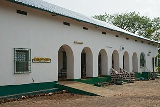 Gaoua - Entrance (left) and front (right) of the Musée du Poni (May 2016)
