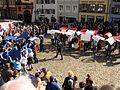 2017-03-12, Pulse of Europe, Pro-Europa-Demo auf dem Augustinerplatz in Freiburg, Umformierung der Fahne.jpg