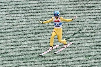 Mikhail Nazarov lors de l'épreuve finale du Grand Prix d'été de saut à ski 2017, à Klingenthal (Saxe). (définition réelle 3456×2304)