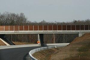 Français : Autoroute A19 – Ouvrage dédié au pa...