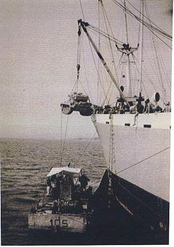 האניה MS AMALIA פורקת טנק AMX-13 לנחתת במפרץ שארם א-שייח' 9 יוני 1967.