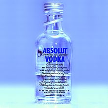 http://upload.wikimedia.org/wikipedia/commons/thumb/6/65/Absolut_vodka.jpg/220px-Absolut_vodka.jpg ? Si le rapport tu