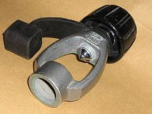 A yoke adaptor shows the DIN socket at one end. The opposite end of the socket piece has the annular ridge for sealing against the O-ring of the cylinder valve, and the yoke with co-axial clamping screw at the far end.