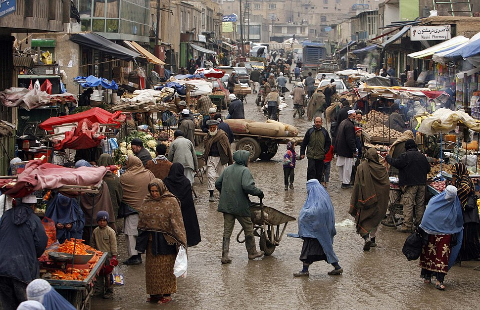 Afghan market teeming with vendors and shoppers 2-4-09