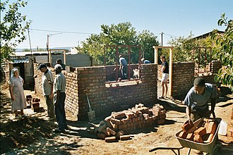 Township (South Africa) - Image: Aliwal North Dukatole 03.05 Housebuilding Projekt