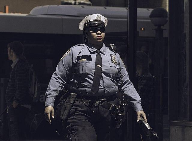 На Прикарпатті поліцейські змушені були стріляти, щоб зупинити чоловіка, який напав на них із сокирою - Цензор.НЕТ 5022