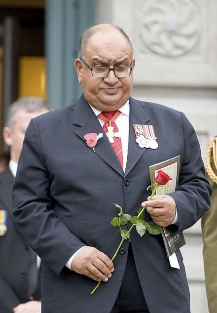 Satyanand putting flowers on the Tomb of the Unknown warrior, April 2011 Anand Satyanand - ANZAC Day-2011.jpg