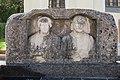 Arnoldstein Marktplatz an Pfarrkirche roem Nischenportraitgrabstein Ehepaar 05102016 4736.jpg
