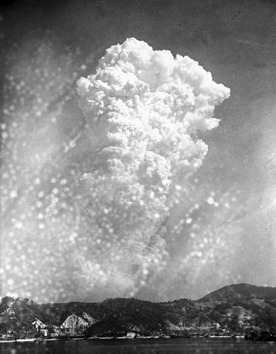 Moln efter atombomben över Hiroshima