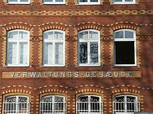 http://upload.wikimedia.org/wikipedia/commons/thumb/6/65/Augsburg_Proviantbachstra%C3%9Fe_1_Verwaltungsgeb%C3%A4ude_Schriftzug.JPG/220px-Augsburg_Proviantbachstra%C3%9Fe_1_Verwaltungsgeb%C3%A4ude_Schriftzug.JPG