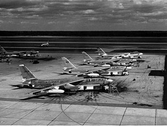 Boeing B-47 Stratojet - B-47Es on a SAC base flight line