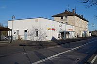 Bahnhof Ellwangen Straßenseite 2014.JPG