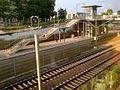 Bahnhof Misburg-Anderten Blick aus Alter Bahnhof Anderten auf S-Bahnsteig und Brückenaufgang.jpg