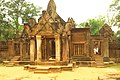 Banteay Srei Temple - panoramio.jpg