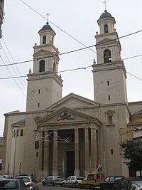 Vista de la puerta principal y las torres de la basílica de San Pascual.