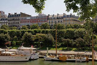 Jardin du port de lArsenal urban park in Paris, France