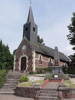Becquigny (Aisne) église et monument aux morts.JPG