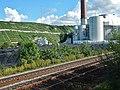 Beim 366 km langen Neckartalradweg, Weinberge, Eisenbahn und EnBW Kraftwerke bei Walheim - panoramio.jpg