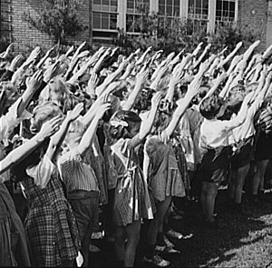 Bellamy salute - A group of  U.S. schoolchildren performing the Bellamy salute, May 1942