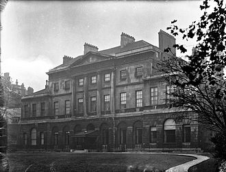 Lansdowne House - Lansdowne House before demolition of the front rooms, 1920s
