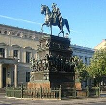 Reiterstandbild Friedrichs des Großen in der Straße Unter den Linden in Berlin (Quelle: Wikimedia)