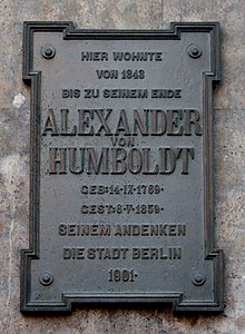 Gedenktafel an Humboldts letztem Wohnhaus in Berlin (Quelle: Wikimedia)