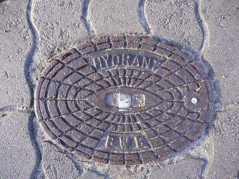 File:Berlin hydrant 20050211 p1000517.jpg