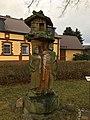 Bestensee Klein Besten Germanenskulptur mit Grubenhaus.jpg