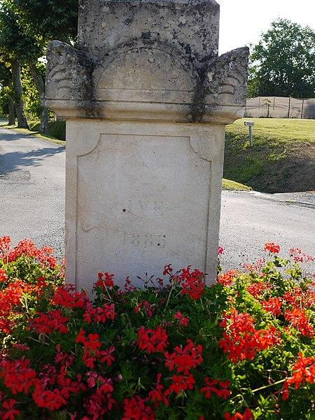 Détail de la croix de 1885 à Betcave