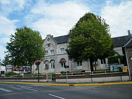 The town hall and school in Bettencourt-Saint-Ouen