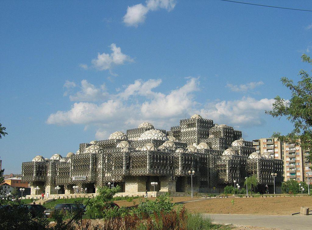 1024px Bibloteka Komb%C3%ABtare e Kosov%C3%ABs ✧ Besuche Pristina - Die Hauptstadt von Kosovo ✧ Local City Guide