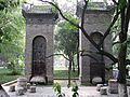 Bixi et stèles enchâssés dans des colonnes (2).jpg