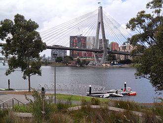 Blackwattle Bay - Image: Blackwattle Bay Pontoon and ANZAC Bridge