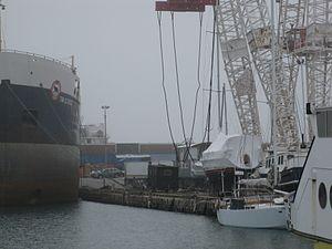 Boat crane, Polson slip, 2012-03-17 -b.jpg