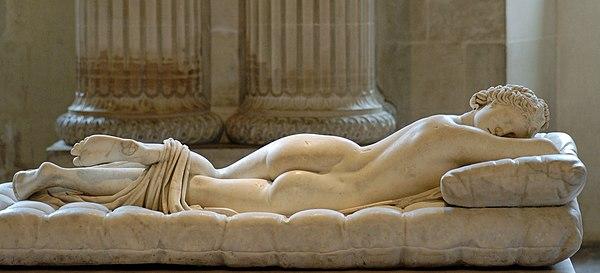 staty av vit marmor